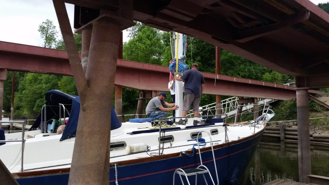 Mast going back into the sailboat