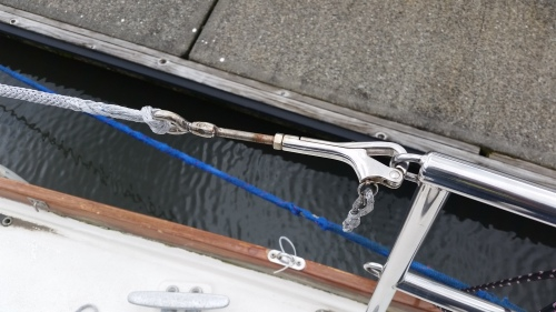 pelican hook for lifeline gate cow hitched to new Dyneema lifeline gate section